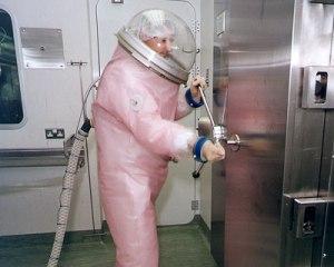 ebolasuit1